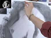 <strong>6 </strong>Difumina la mancha de carbón con el papel tisú para fundir y fijarla al papel.
