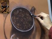 <strong>12 </strong>Emplea el lápiz carbón para dibujar los detalles