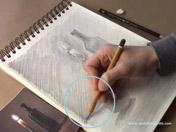 <strong>10 </strong>Intensifica las sombras más oscuras con tramas cruzadas con lápiz blando
